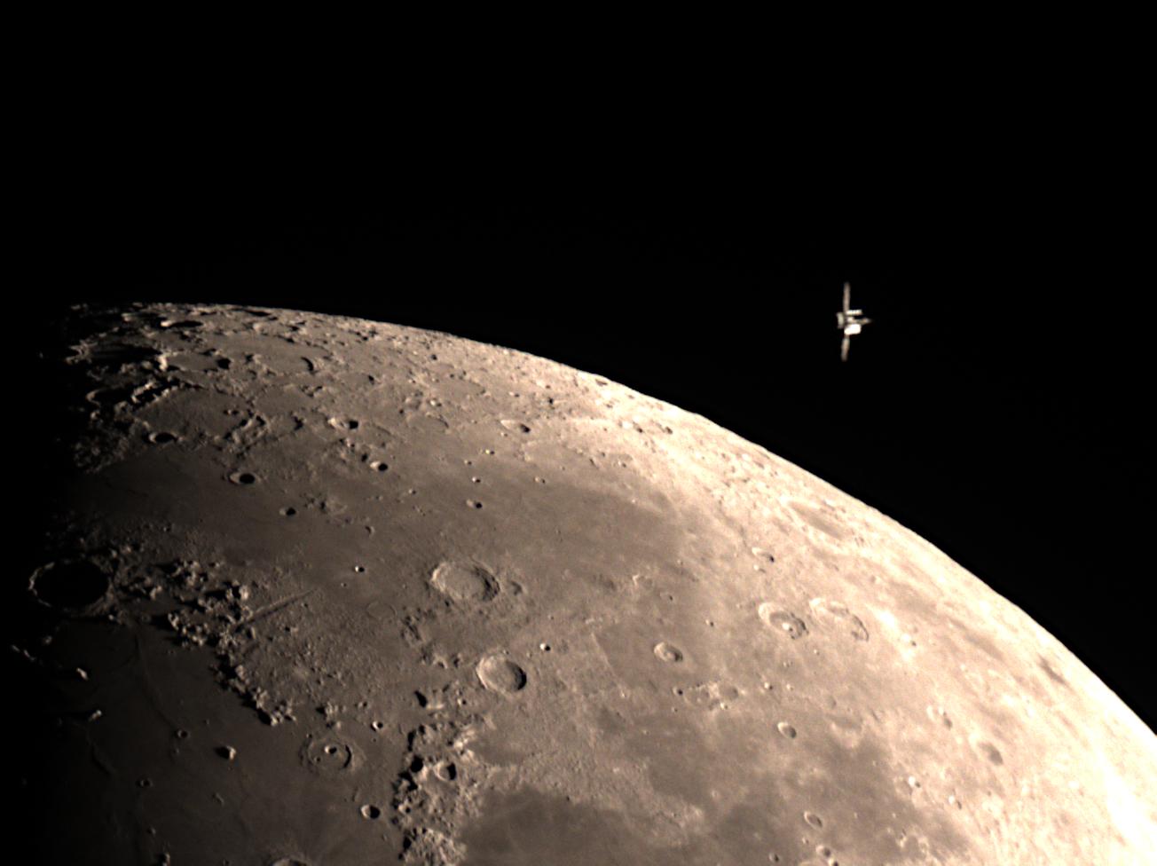 ISS_Moon_210216_010420_f050_gimp.jpg