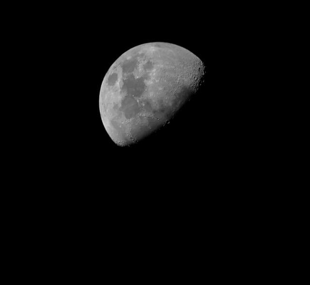 Mond_first_light.jpeg