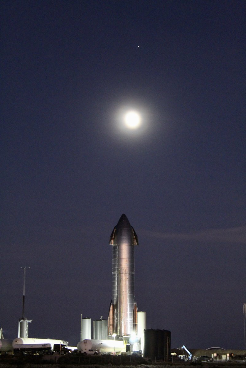 StarshipSN8-MoonMars.jpg