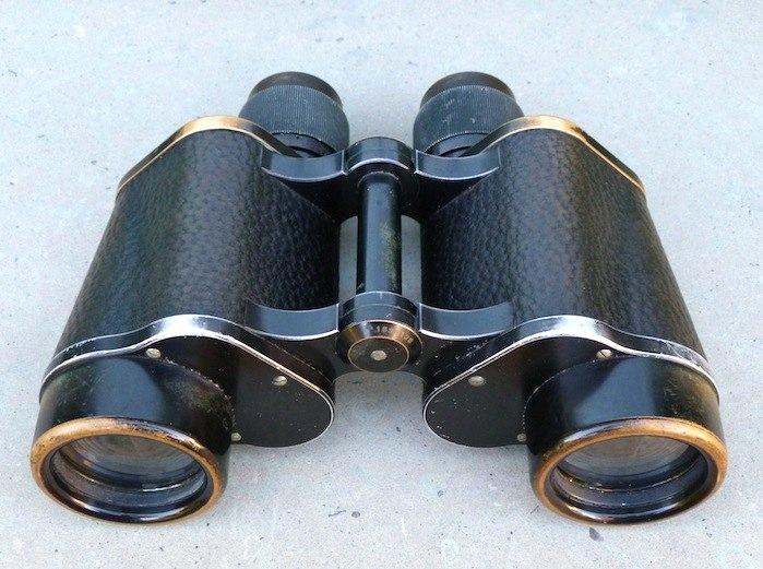 Nikon-Fernglas datiert