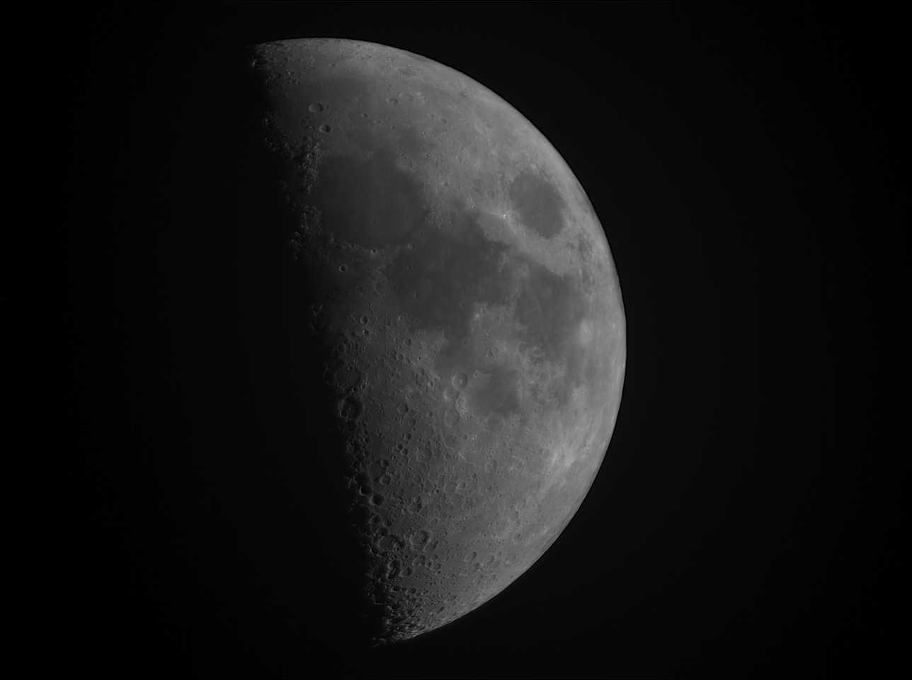 Moon_23_23_23_L_Gain=11_Exposure=1_7ms_2018_04_22_AS_P50_lapl4_ap312_RegistaxWavelet.jpg