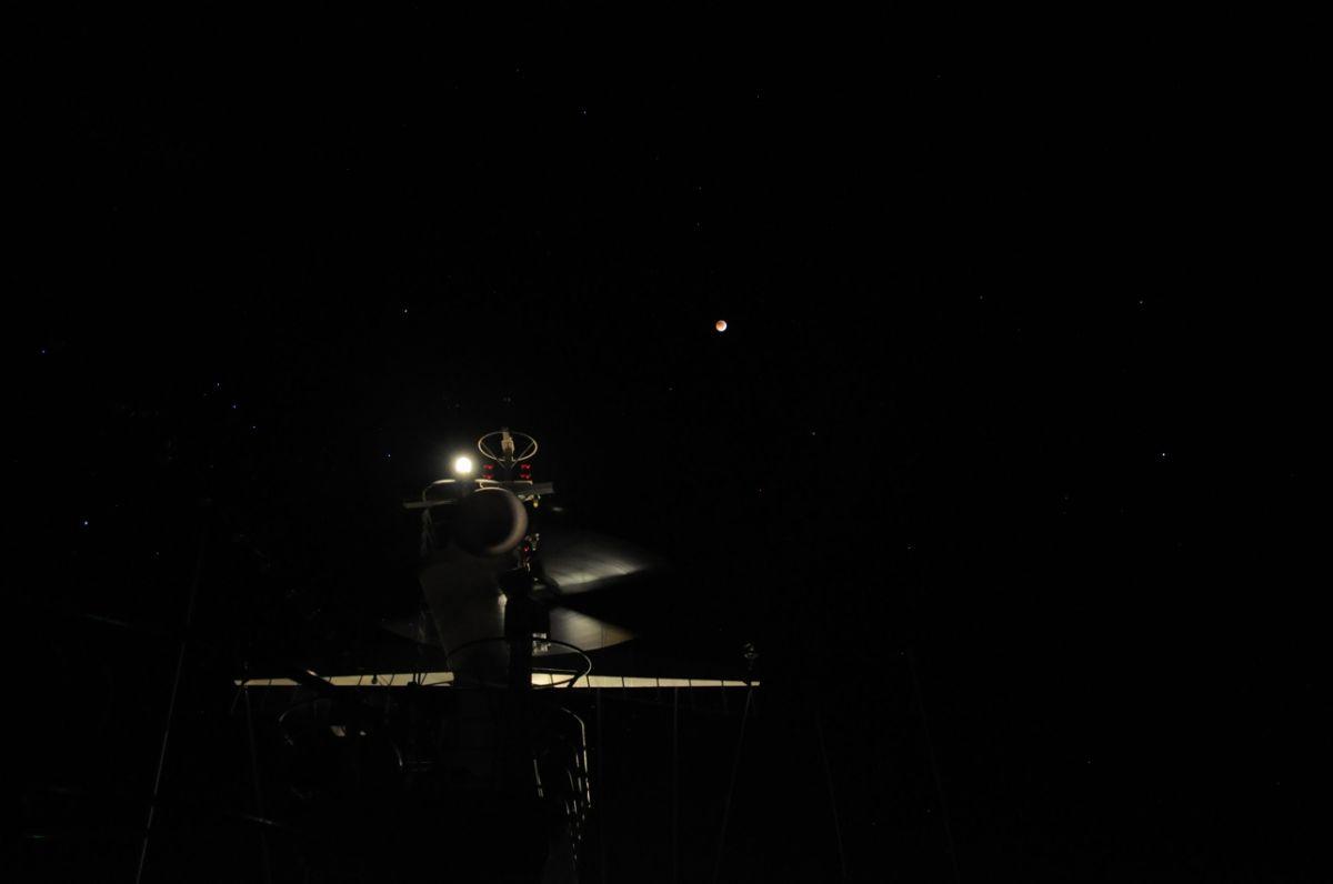 Mondfinsternis_mit_Radarmast.JPG